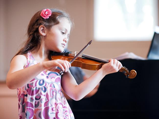 Fotos de ninas tocando violin