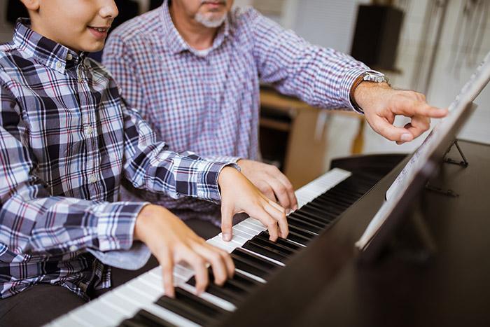 Profesor piano teclado 1